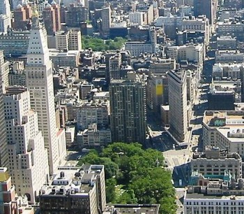 425px-Madison_Square_from_the_Empire_State_Building_June_2004