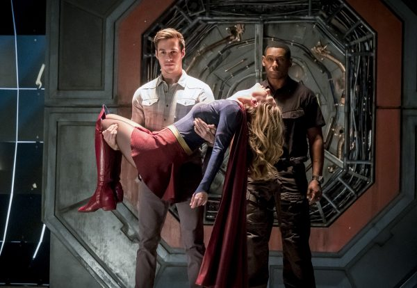 """The Flash -- """"Duet"""" -- FLA317a_0147b.jpg -- Pictured (L-R): Chris Wood as Mike, Melissa Benoist as Kara/Supergirl and David Harewood as Hank Henshaw -- Photo: Katie Yu/The CW -- © 2017 The CW Network, LLC. All rights reserved."""