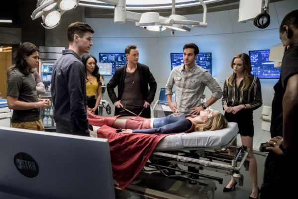 "The Flash -- ""Duet"" -- FLA317a_0178b.jpg -- Pictured (L-R): Carlos Valdes as Cisco Ramon, Grant Gustin as Barry Allen, Candice Patton as Iris West, Tom Cavanagh as Harrison Wells, Chris Wood as Mike, Melissa Benoist as Kara/Supergirl, Danielle Panabaker as Caitlin Snow, and David Harewood as Hank Henshaw -- Photo: Katie Yu/The CW -- © 2017 The CW Network, LLC. All rights reserved."
