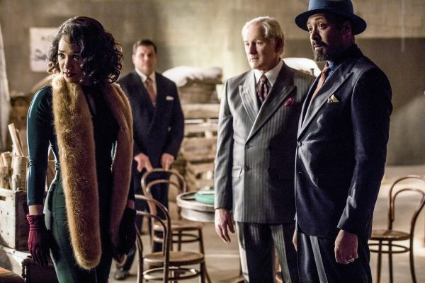 """The Flash -- """"Duet"""" -- FLA317c_0544b.jpg -- Pictured (L-R): Candice Patton as Iris West, Victor Garber as Professor Martin Stein and Jesse L. Martin as Detective Joe West -- Photo: Jack Rowand/The CW -- © 2017 The CW Network, LLC. All rights reserved."""