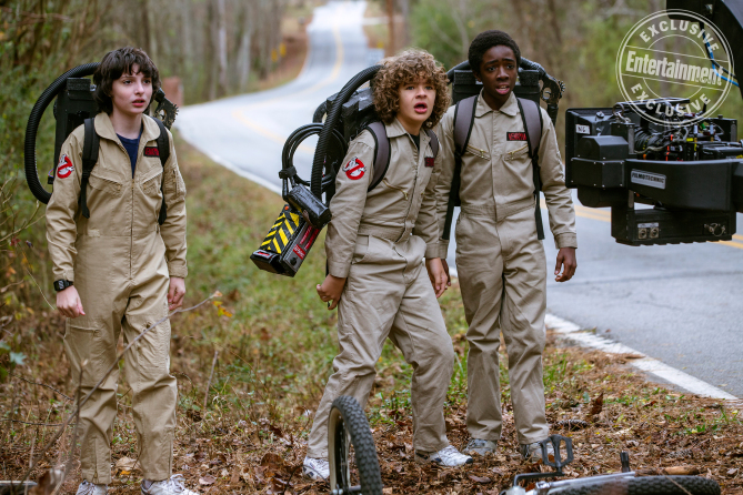 stranger things 2 new pics details