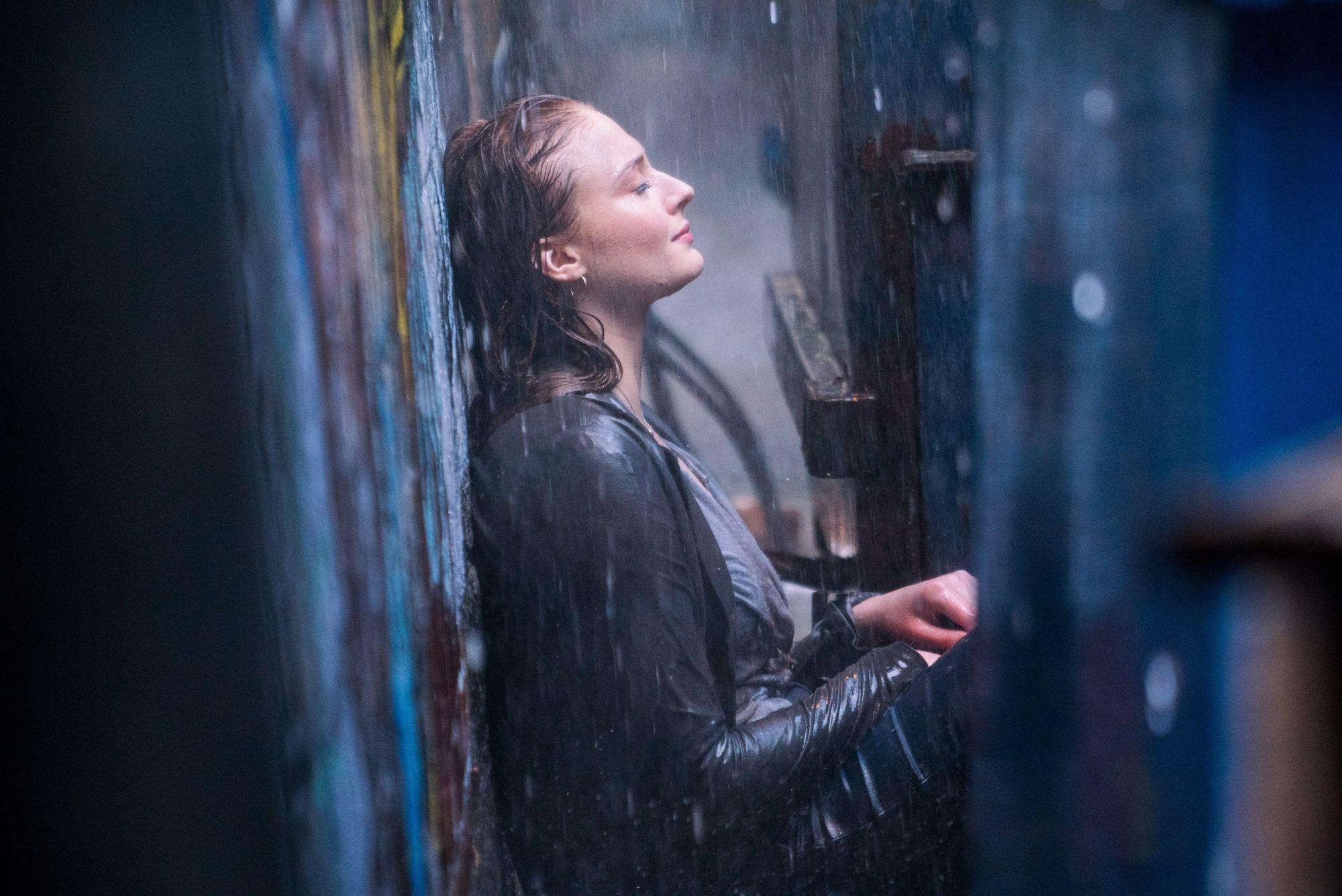 Sophie Turner Talks Incorporating Mental Illness into Dark Phoenix - Bleeding Co...