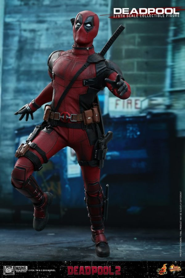 Hot Toys Deadpool 2 Deadpool 12