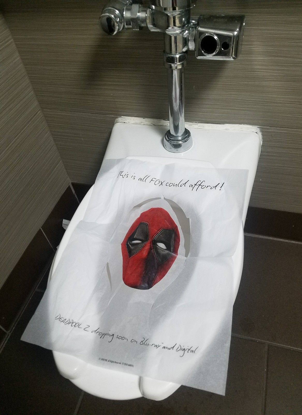 Incredible Deadpool Toilet Seat Covers From Sdcc Hotels Being Sold For Ibusinesslaw Wood Chair Design Ideas Ibusinesslaworg