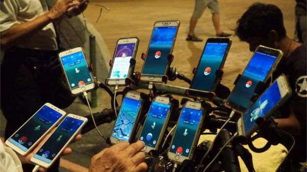 Taiwan Man Rigs Bike with Multiple Phones for Pokémon GO