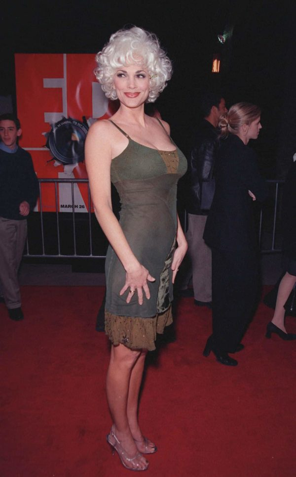 """16MAR99: Actress JULIE STRAIN at the world premiere of """"EDtv."""" Paul Smith / Featureflash"""
