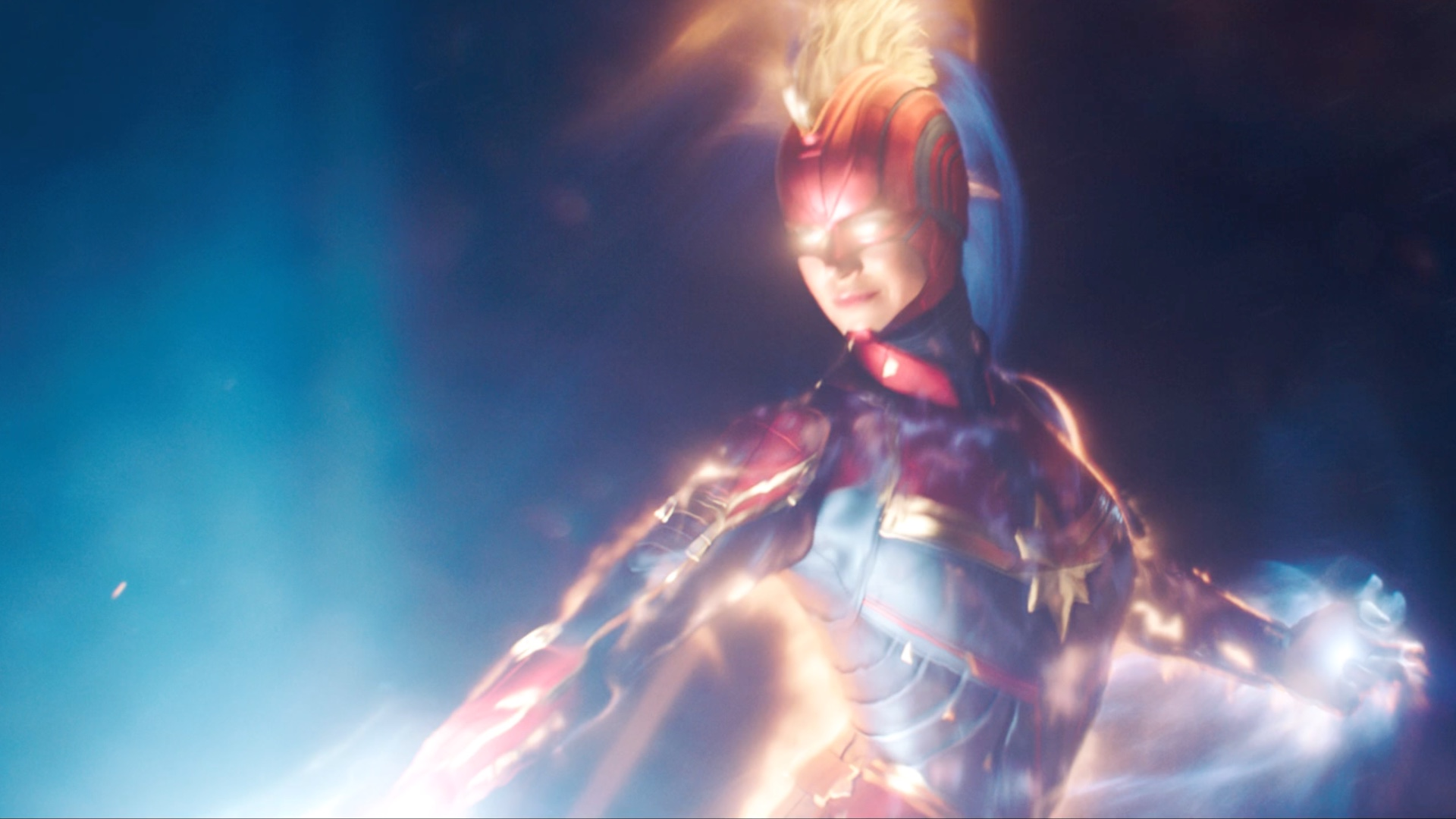 Jude Law And Brie Larson Stand Tall In This New Captain Marvel Image