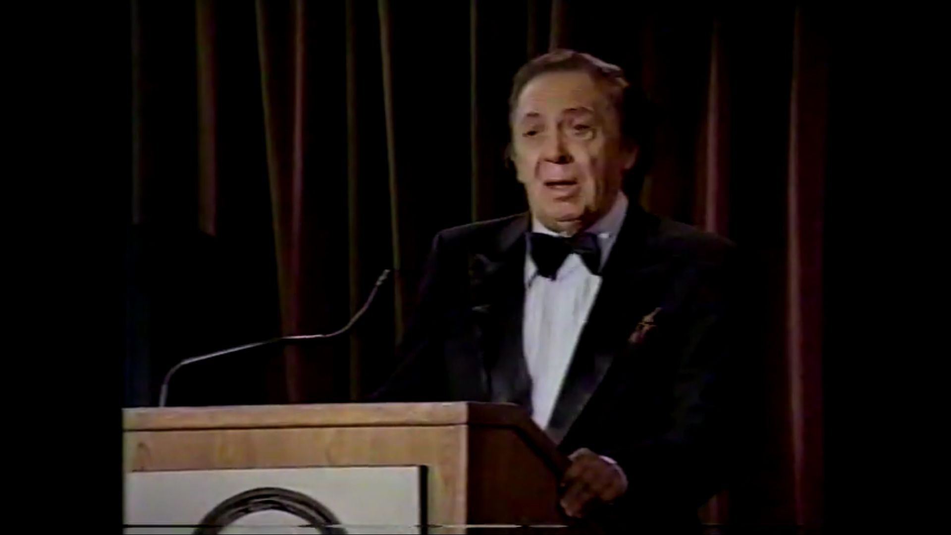 When Marc Silvestri, Jim Lee, Bob Kane, Jack Kirby and Sergio Aragones Appeared on Bob Newhart's Sitcom